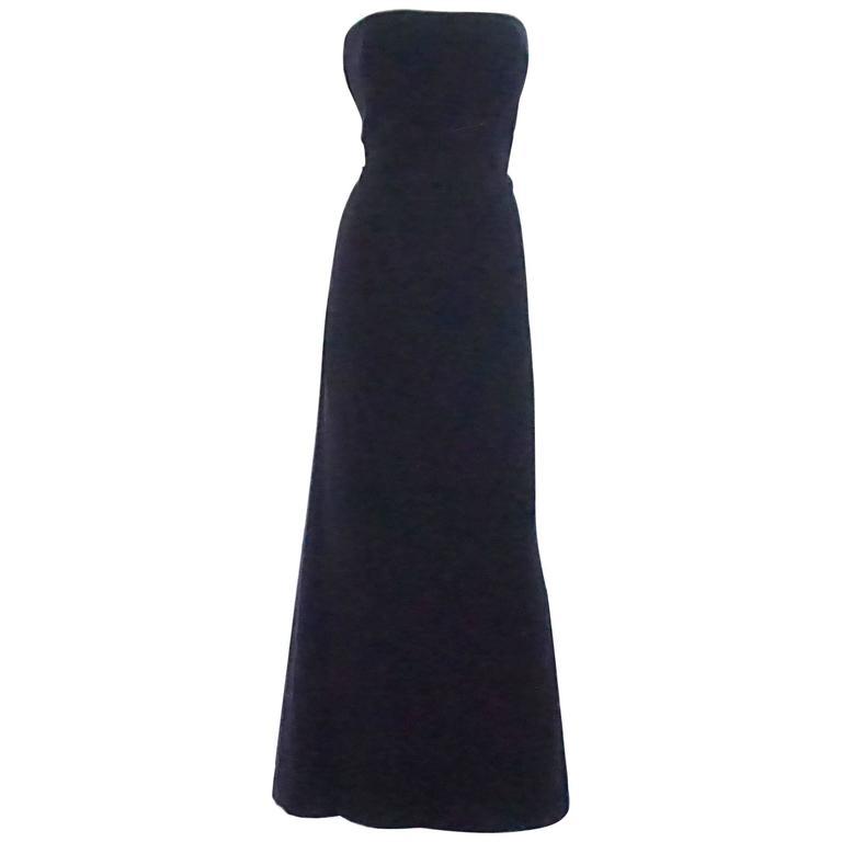 Oscar de la Renta Navy Velvet Strapless Gown - 12 For Sale at 1stdibs