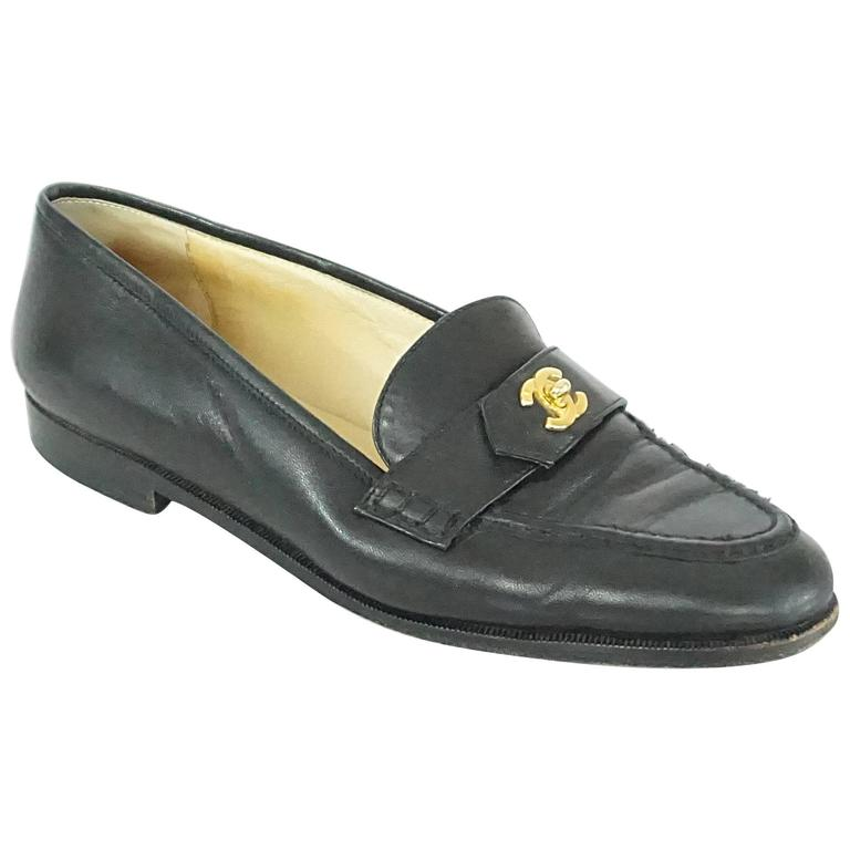 "Chanel Black Leather Loafers with ""CC"" Turnkey Detail - 40 1"