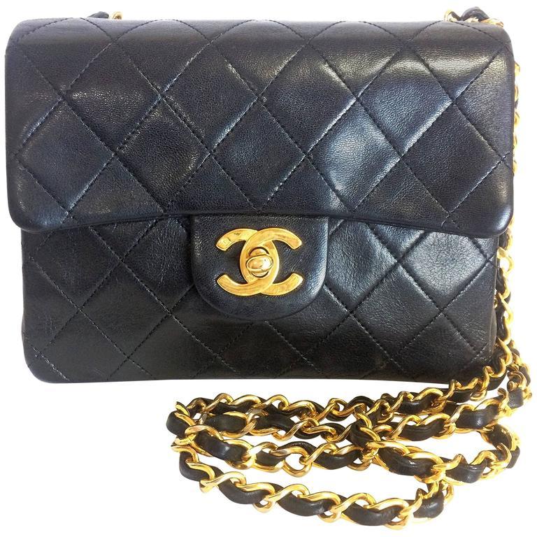 Vintage CHANEL black lamb leather flap chain shoulder bag, classic 2.55 mini bag For Sale