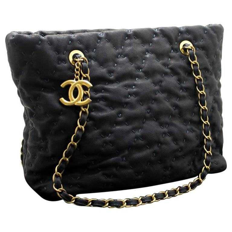 CHANEL 2011 Caviar Chain Shoulder Bag Navy Quilted Leather Stitch  For Sale