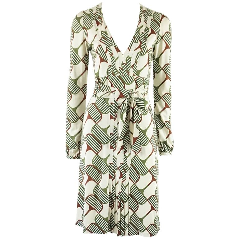 d77f6f548 Gucci Ivory and Green Print Silk Knit Dress - Small For Sale at 1stdibs