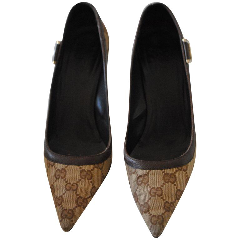 Gucci Textile GG logo Gold Tone Hardware Decollete For Sale