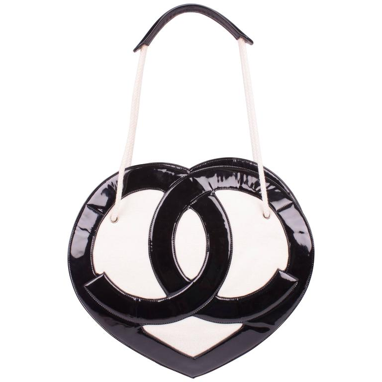 833448dad6e8d4 Chanel Heart Shape Bag Patent Leather Terry Cloth 2009 - black & white For  Sale