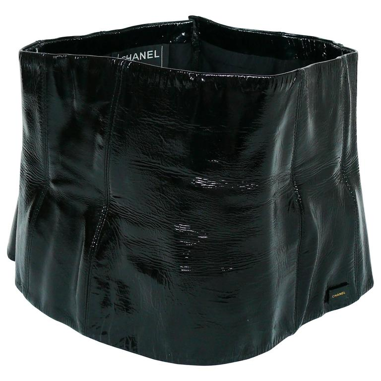 Chanel Black Patent Leather Corset Belt Fall/Winter 2001 Size 36 For Sale