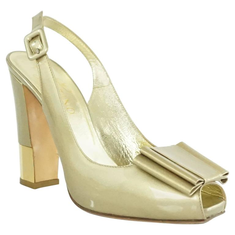 Valentino Gold Patent Slingbacks with Bow and Chunky Heel - 36.5  For Sale