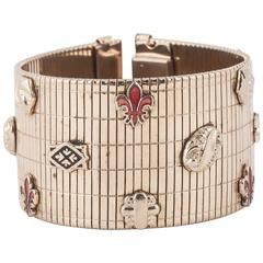 Very chic 1940s cuff bracelet, in the style of Van Cleef and Arpels.