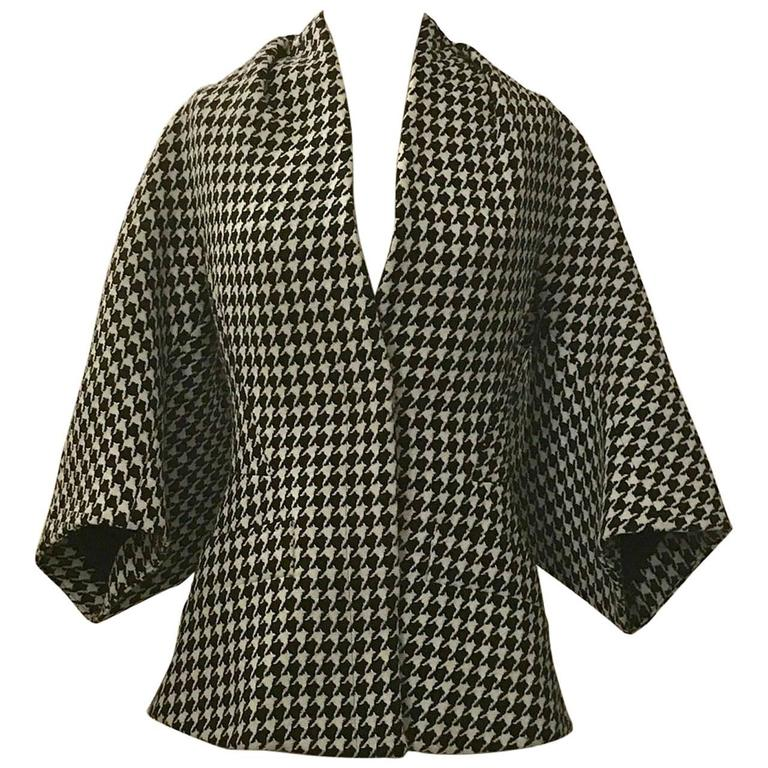 Alexander McQueen 2009 Black and White Houndstooth Kimono Wool Tweed Jacket For Sale