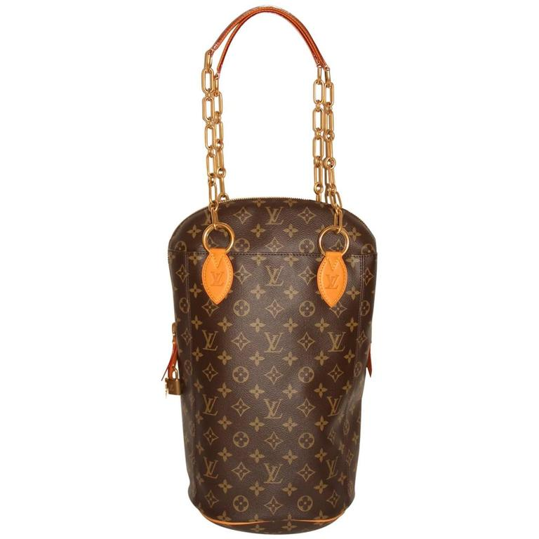 Exceptionnel Louis Vuitton x Karl Lagerfeld Punching Bag - Iconoclast  VN15