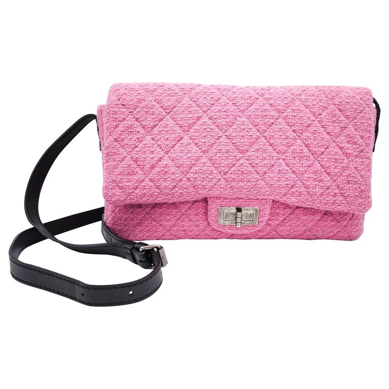 b7610cc536f4 Chanel Pink Tweed Reissue Crossbody Flap Bag For Sale at 1stdibs