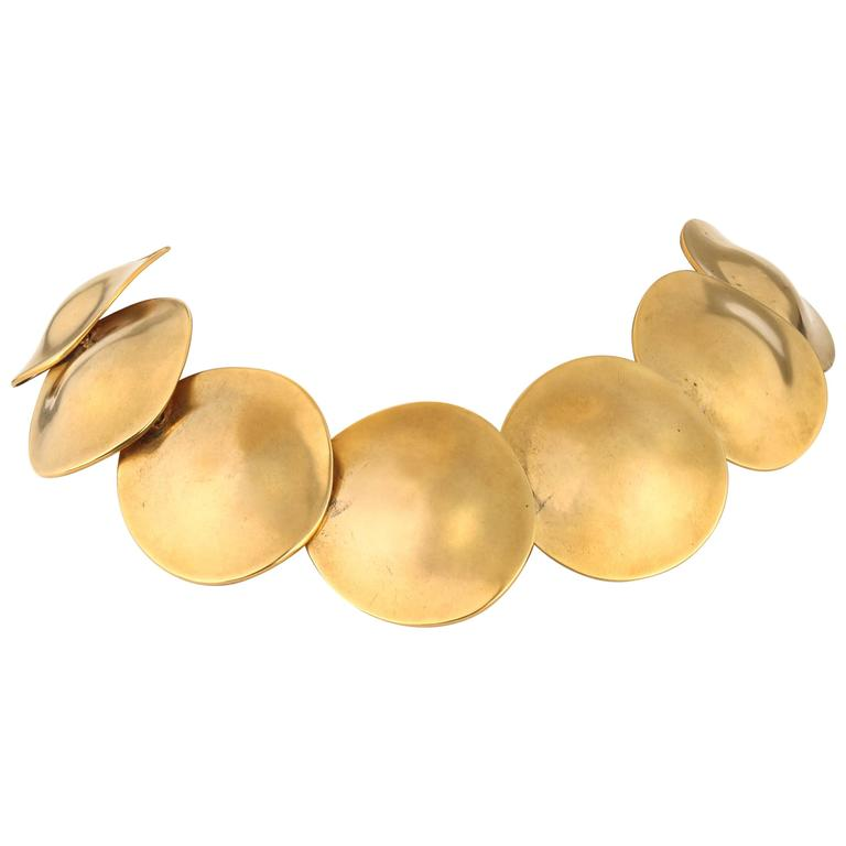 ROBERT LEE MORRIS c.1980's 24K Gold Plated Brass Sculpted Disc Art Wear Necklace For Sale