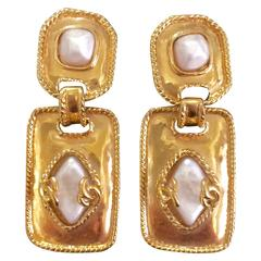 Vintage CHANEL square and rhombus shape dangling earrings, faux pearls and cc.