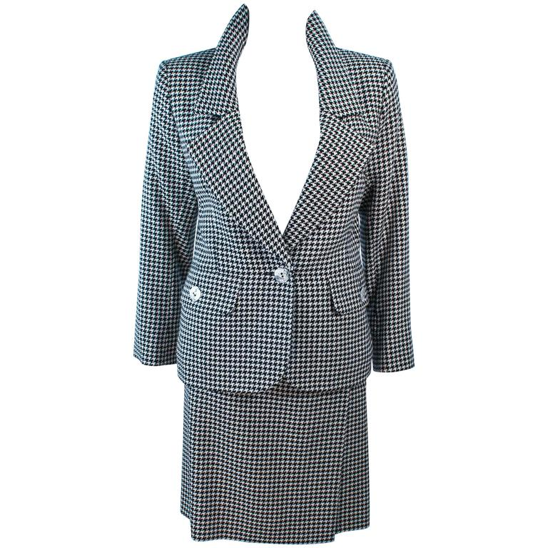 YVES SAINT LAURENT Black and White Houndstooth Skirt Suit Size 8 10