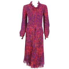1975 Chanel Haute-Couture Graphic Fuchsia Print Pleated Silk Dress Ensemble