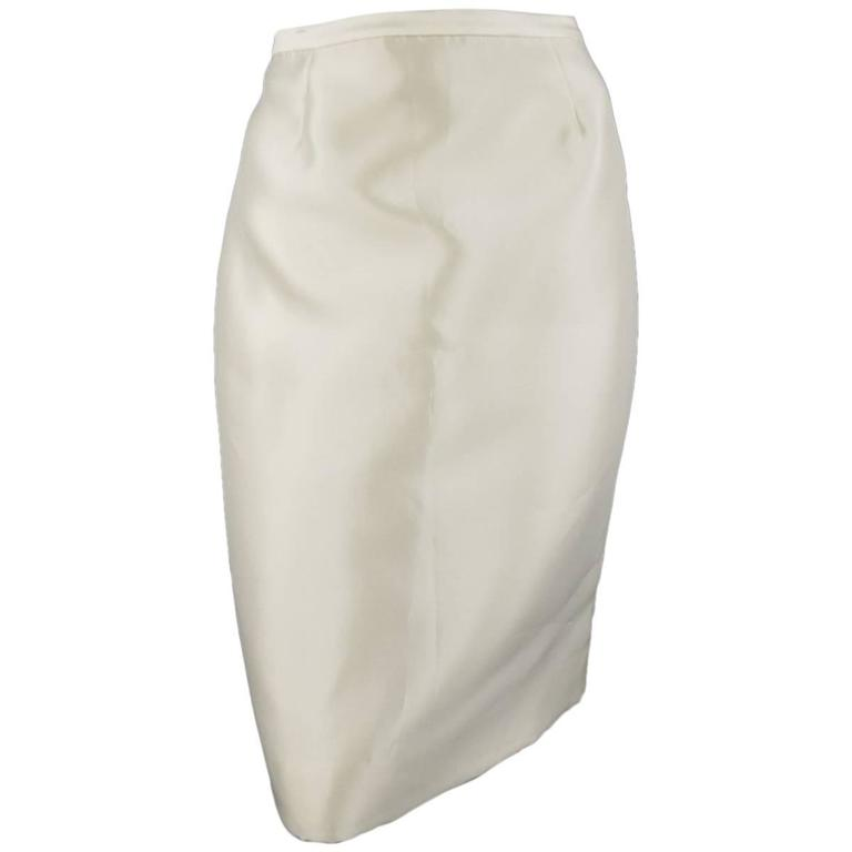 45d1281aff BADGLEY MISCHKA Skirt - Size 6 Cream Structured Satin Pencil Skirt For Sale
