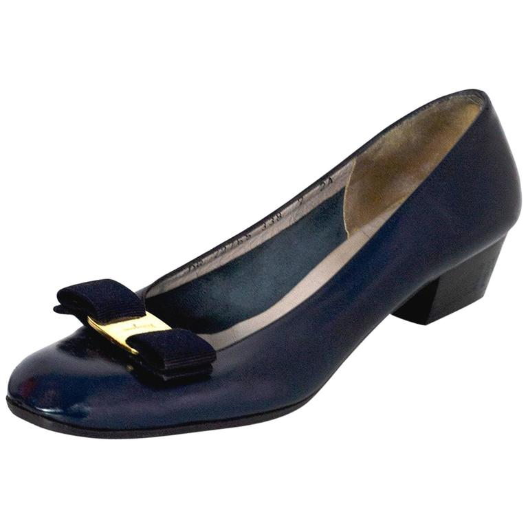 f5598b8dc05 Salvatore Ferragamo Navy Leather Kitten Heels w  Bow sz US7 For Sale ...