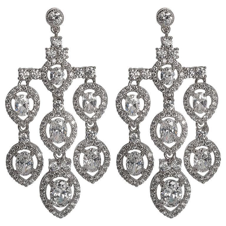 Magnificent Costume Jewelry Diamond Shimmering Pendant Chandelier Earring For