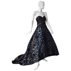 Oscar de la Renta Magnificent Dramatic Hi Fashion Ballgown
