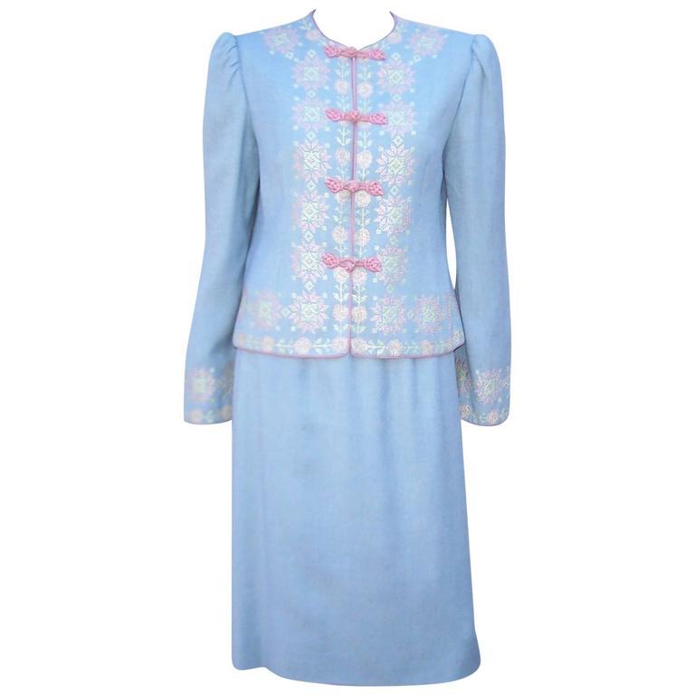 C.1980 Oscar de la Renta Baby Blue Linen Skirt Suit With Pastel Embroidery