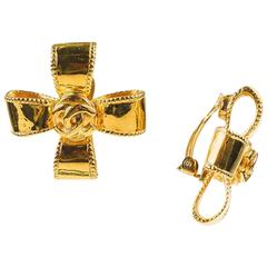 VINTAGE Chanel 97A Gold Tone 'CC' Logo Ribbon Bow Clip On Earrings