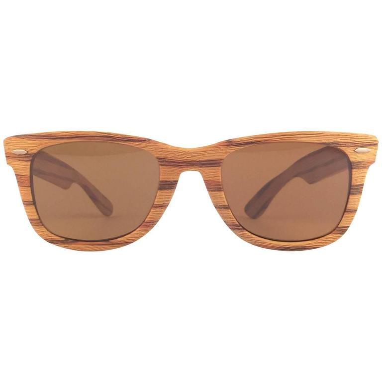 f2af192982 New Ray Ban The Wayfarer Woodies Teak Edition Collectors USA 80 s Sunglasses  For Sale at 1stdibs