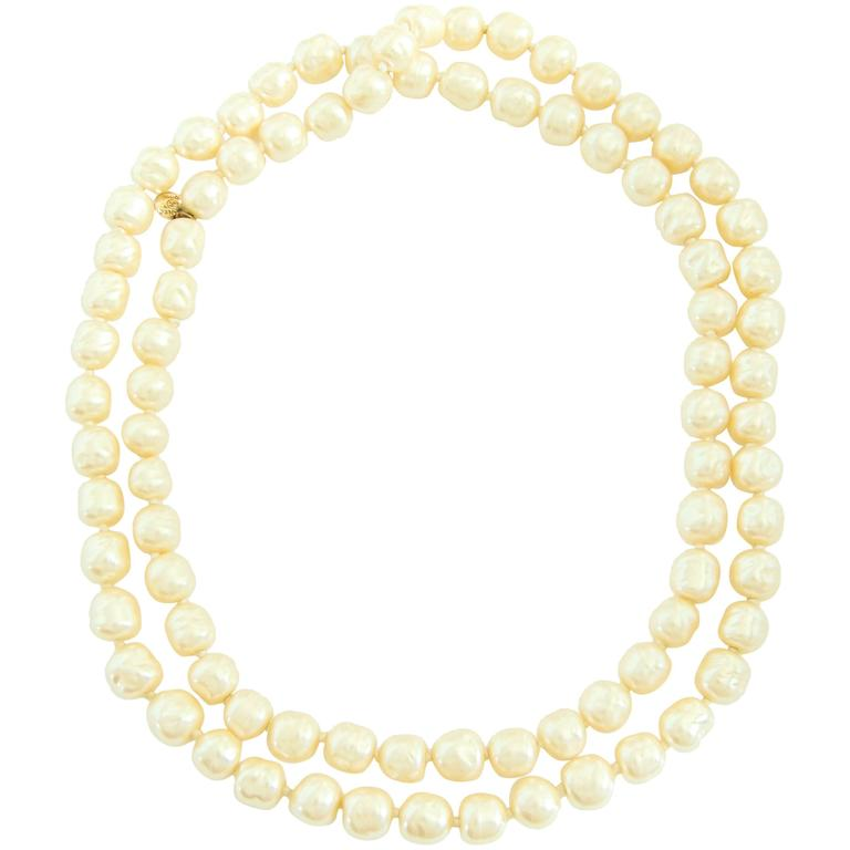 Iconic Chanel Glass Pearl Infinity Necklace Gripoix 18 inch 1981 1