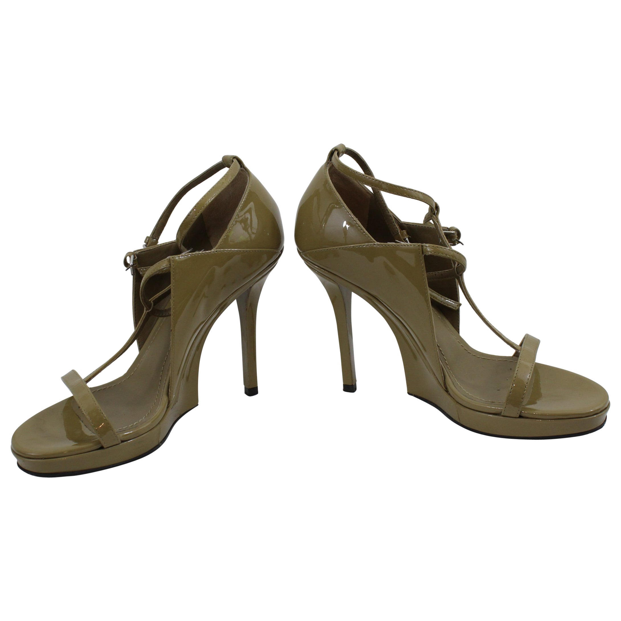 8a28db16c3 Really nice pair of Yves Saint Laurent sandals in Patented Leather. Size  5.5 US For Sale at 1stdibs