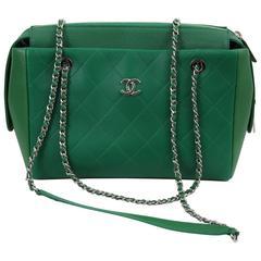 Chanel Green Leather 2017 Bag. Runaway sample