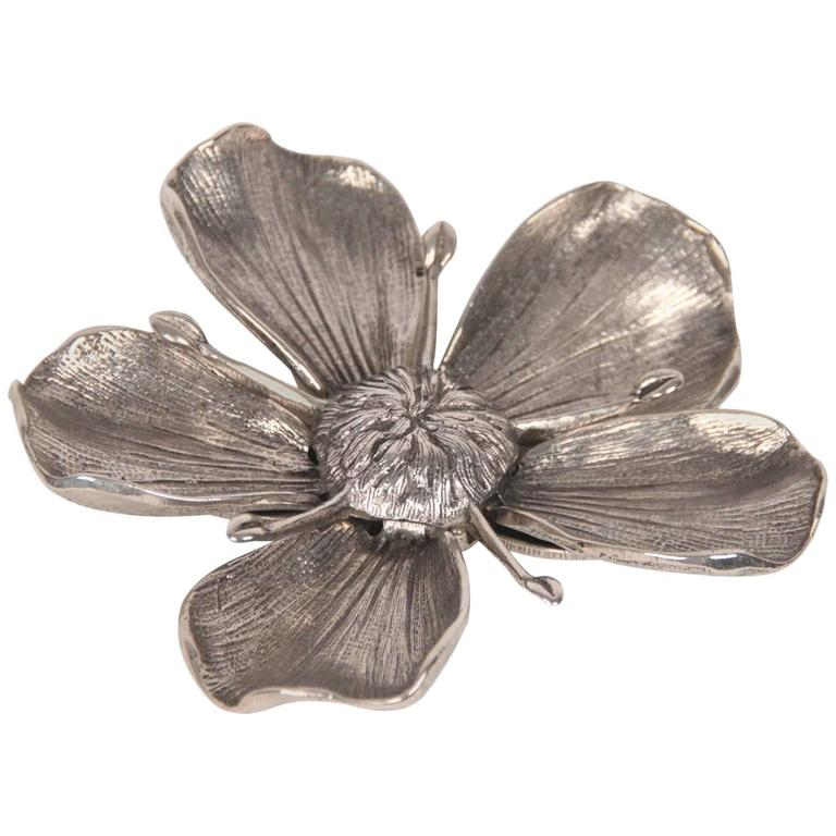 640203b302a GUCCI VINTAGE Silver Metal FLOWER ASHTRAY w  5 Removable Petals For Sale