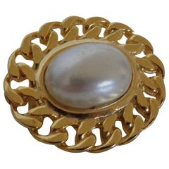 Vintage gold tone with faux pearl brooch