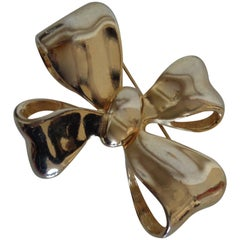 Vintage gold tone Bow Brooch pin