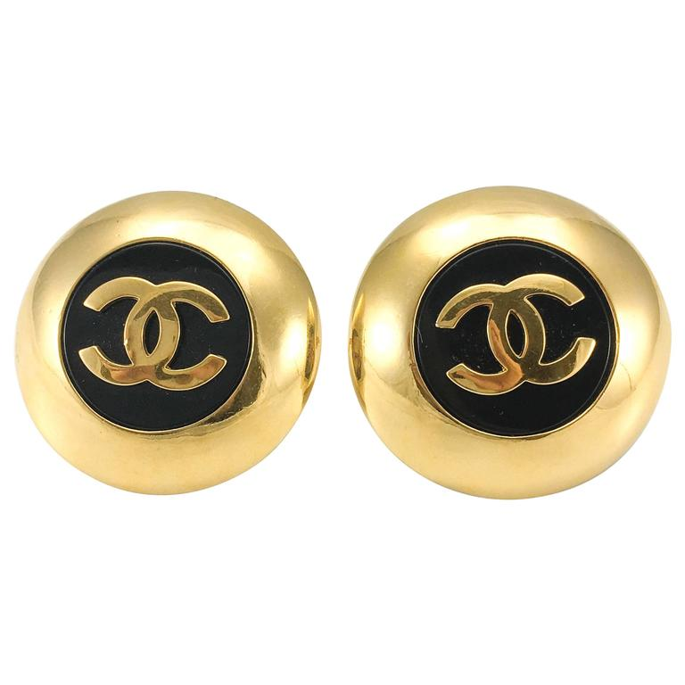 1989 chanel large gold plated and black resin logo