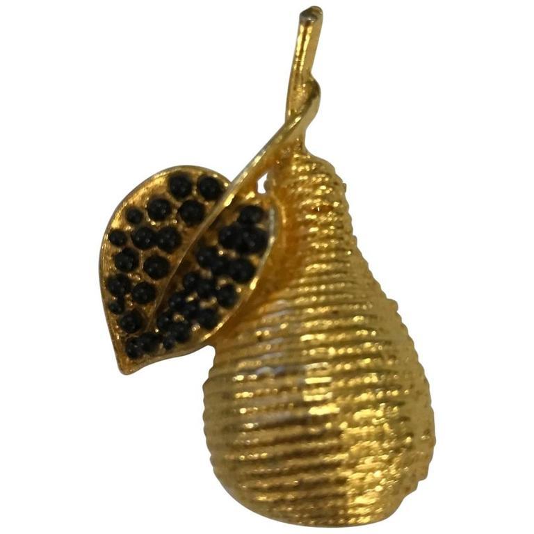 Hattie Carnegie Vintage Gold Pear Pin Brooch Faux Onyx Cabochon Embellishment For Sale