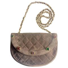 Vintage CHANEL brown suede chain shoulder bag with gripoix stones and cc mark.