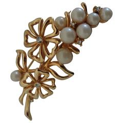 Gold Tone Faux Pearls Flowers Brooch Pin