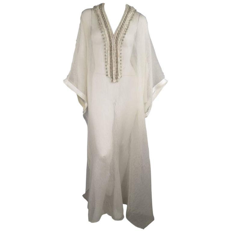 OSCAR DE LA RENTA Beige Textured Silk Fringe Embellished Trim Kaftan Gown For Sale