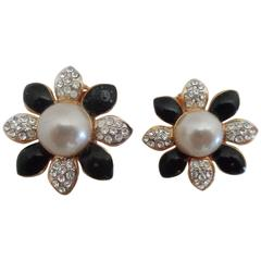 1980s Gold Tone Black studs faux pearls clip on earrings