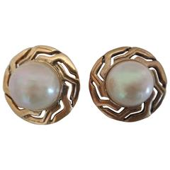 1990s Gold Tone Faux Pearls Clip on earrings