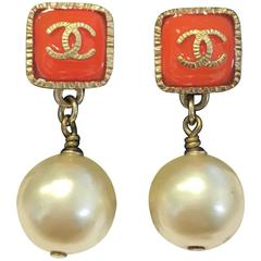 CHANEL Earrings in Gilded Metal, Orange Resin and Glass Pearl