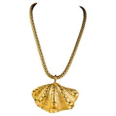 1980s Mercedes Robirosa gold tone metal shell necklace