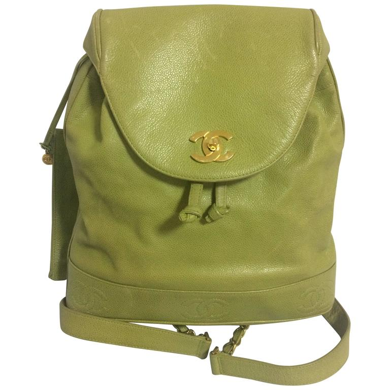 Vintage CHANEL green caviar leather backpack with gold chain strap and CC motif. For Sale