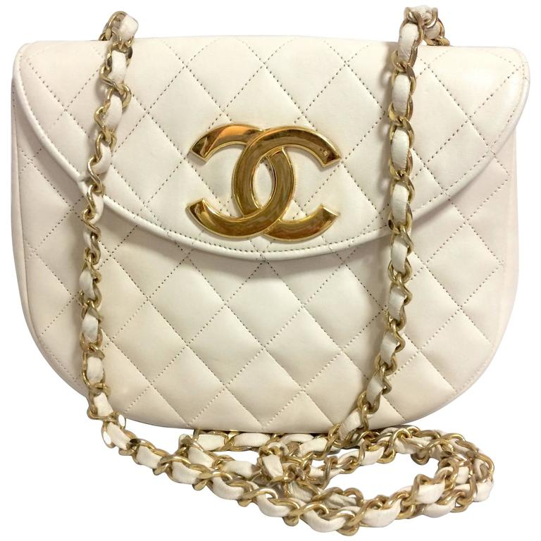 Vintage CHANEL ivory white lambskin 2.55 chain shoulder bag with gold CC motif. For Sale