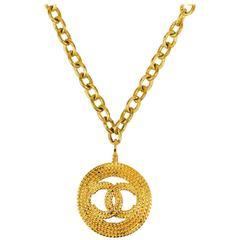 Chanel Vintage Gold Link Chain Woven 'CC' Medallion Pendant Necklace