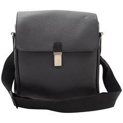 Louis Vuitton Yaranga Black Taiga Leather Messenger Bag