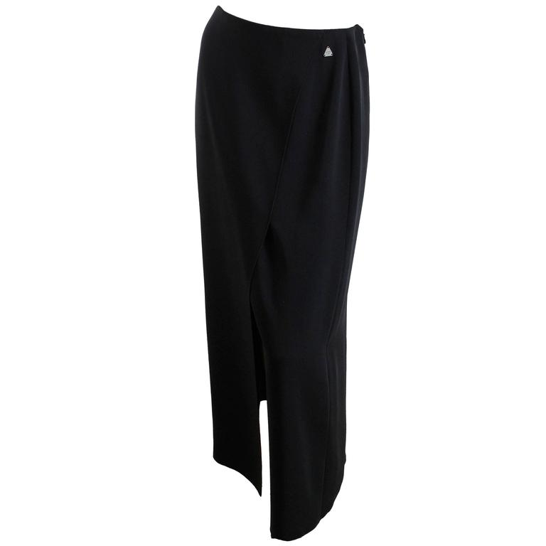 Chanel Black Crepe Maxi Skirt 00C Resort Collection Size 40 New with Tags  For Sale