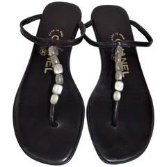 Black leather Chanel thong sandals with silver-tone logo charmes sz 35