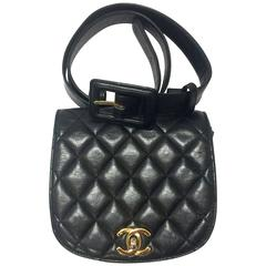 Vintage CHANEL black lamb leather oval flap waist purse, fanny pack with CC.