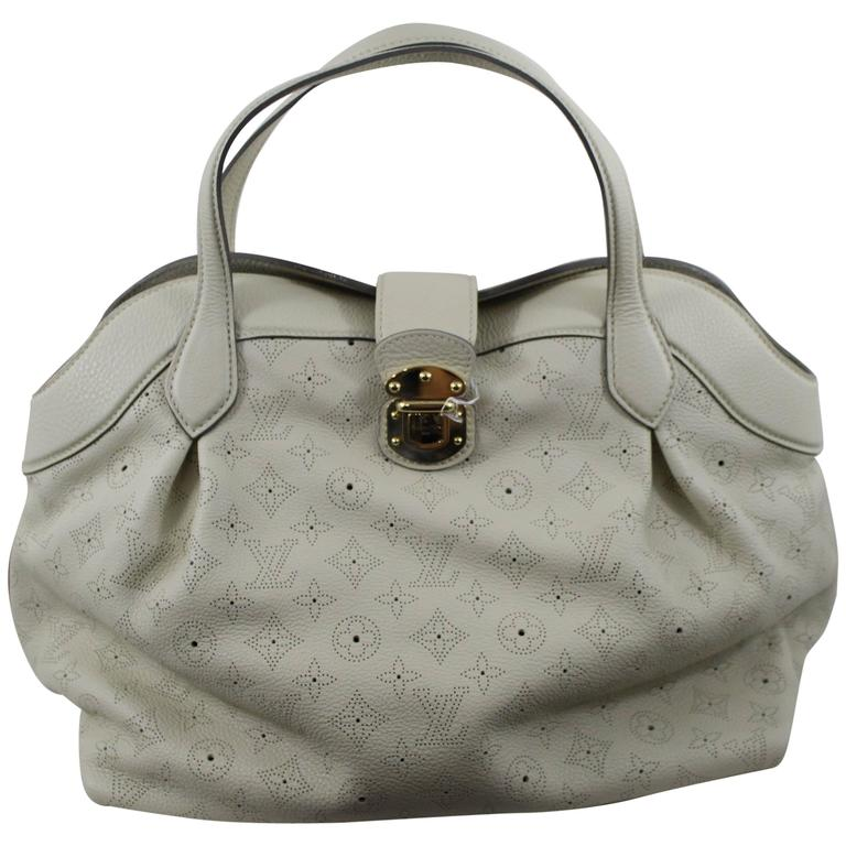 Louis Vuitton Mahina Leather Cirrus MM Bag. Excellent Condition