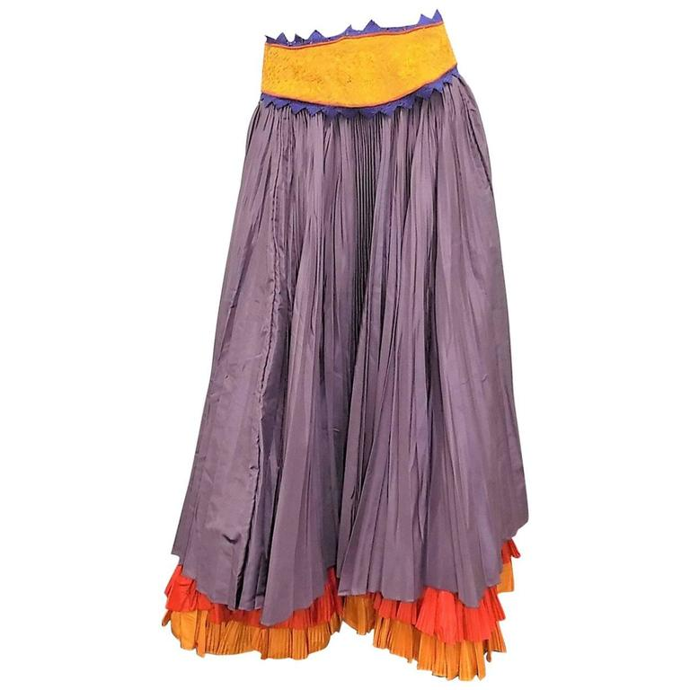Oscar  de la Renta Vintage  long  pleated  skirt with embroidered belt