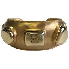 Vintage CHANEL Bracelet in Gilt Metal