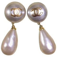Vintage CHANEL white teardrop faux pearl dangling earrings with golden CC mark.